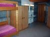 4-Bett Zimmer mit Waschbecken